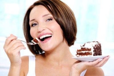 lady_eating_cake